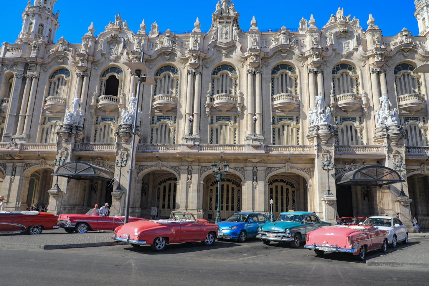 klassieke auto's in het centrum van Havana